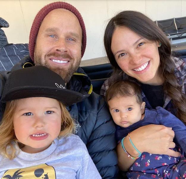Счастливый семейный портрет... из фейсбука.