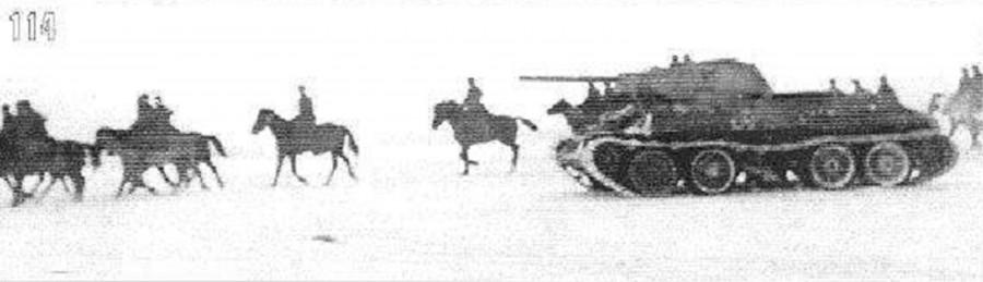 Наступательный марш 1-го гв.кав.корпуса при поддержке танков в районе Каширы. Ноябрь 1941 года