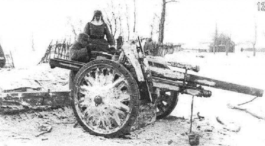 Немецкая пушка захваченная конногвардейцами к югу от Каширы