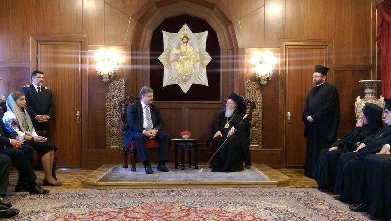 Зачем Патриарх Константинопольский подложил Порошенко свинью