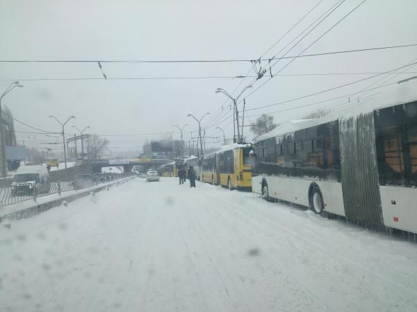 Наземный общественный транспорт Киева парализован