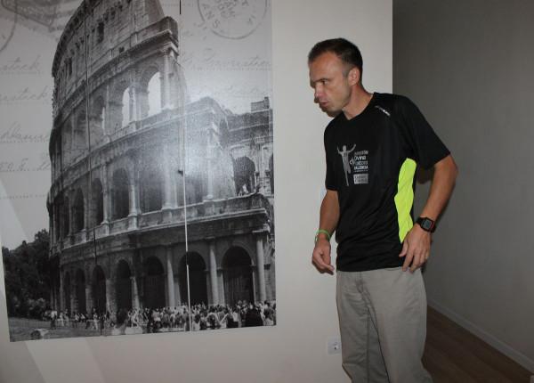 Дефиле с официальной футболкой марафона