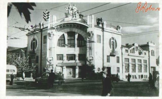 Филармония На этом месте в здании цирка «Олимп» 26 октября 1917, тогда самом вместительном в городе, состоялось совместное заседание, на котором была провозглашена Советская власть в Самаре