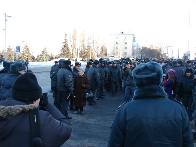 Общественный порядок на митинге обеспечивали около 200 сотрудников полиции.