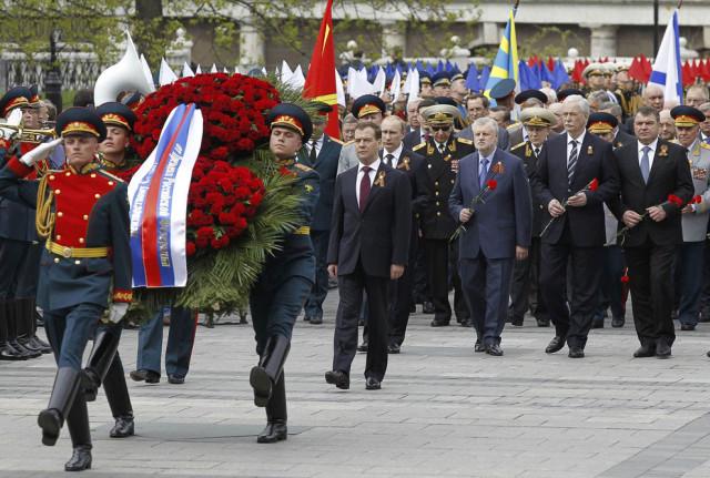 Дмитро Медведєв і офіційні особи поклали вінок до Могили