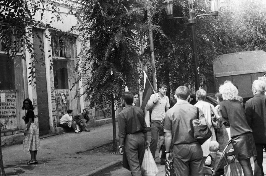Пикет Демсоюза 19 августа 1991-го года в Самаре. Из архива Марка Фейгина