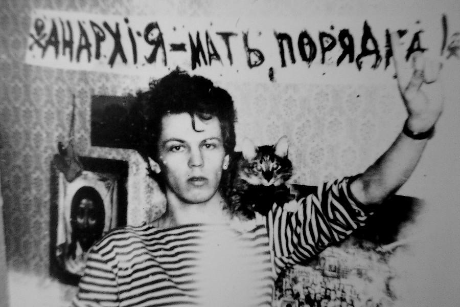 Михаил Матвеев - студент КуГУ. Служил во флоте - оттуда и анархистские замашки ;)