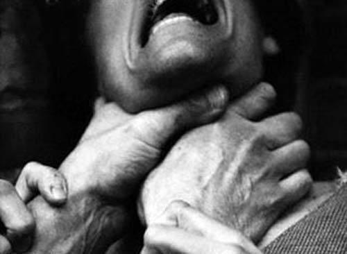 На Херсонщині психічно-хворий син задушив свого батька, який нібито заважав йому дивитися телевізор