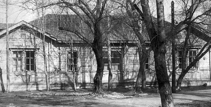 1-я Советская губернская больница, ныне городская клиническая больница № 1 им. Н. И. Пирогова. На базе ее отделений проходили практические занятия по хирургии, терапии, акушерству и гинекологии, а также другим учебным дисциплинам