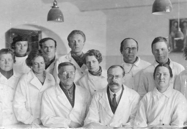 Голубушкин Иван Васильевич с коллегами по городской больнице им. Н.И.Пирогова, 1935?