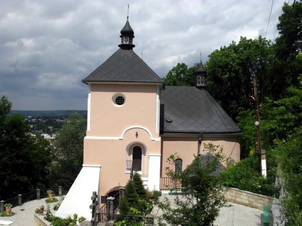 30 Хрещатик. Івано-Богословська церква