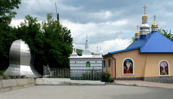 26 Кулівці. Успенський монастир