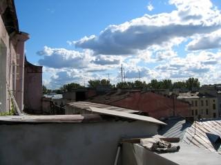 Вид на Петропавловку..Вежливые люди, находят таки шпиль