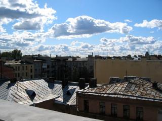 На Иссакиевский...Даже я не вижу(( Но как я люблю небо и крыши!!