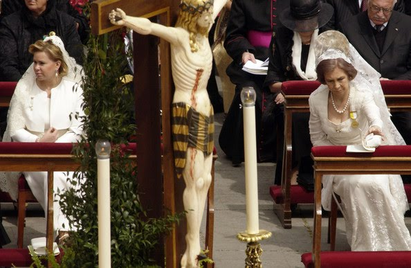 Pope+Benedict+XVI+Holds+First+Mass+Saint+Peter+BqPLymCKxTal