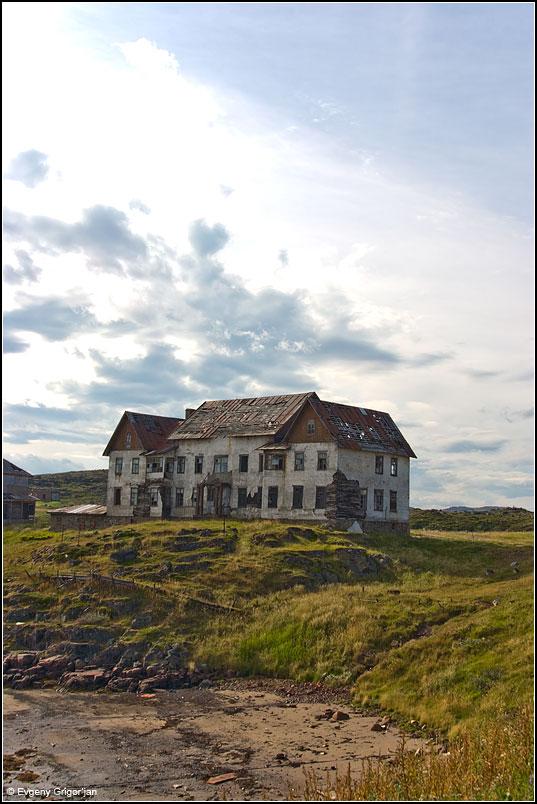 Типичное здание в Дальних Зеленцах.