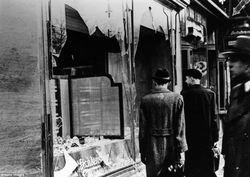 194184C600000578-3395246-Jewish_businesses_and_homes_were_targeted_on_November_9_1938-a-2_1452647801271