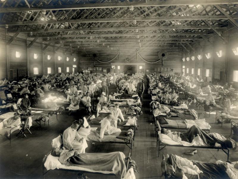 Emergency_hospital_during_Spanish_flu_epidemic_Camp_Funston_Kansas_-_NCP_1603