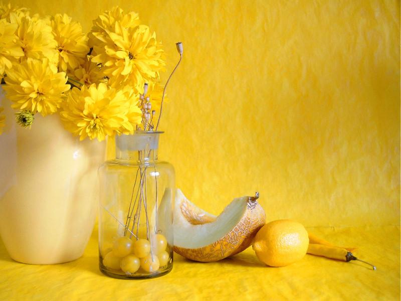 156069_natyurmort_zheltoe_vaza_cvety_limon_1600x1200_(www.GetBg.net)
