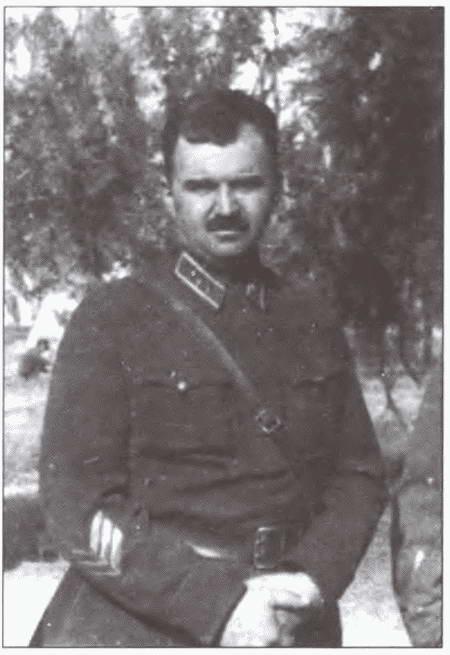 1434936881_komanduyuschiy-sredne-aziatskim-voennym-okrugom-komkor-l.g.-petrovskiy.-1938-g