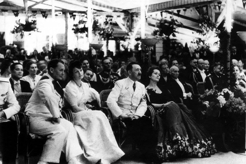 Гитлер, Ольга Чехова и Геринг на приеме у Риббентропа. 1939 год