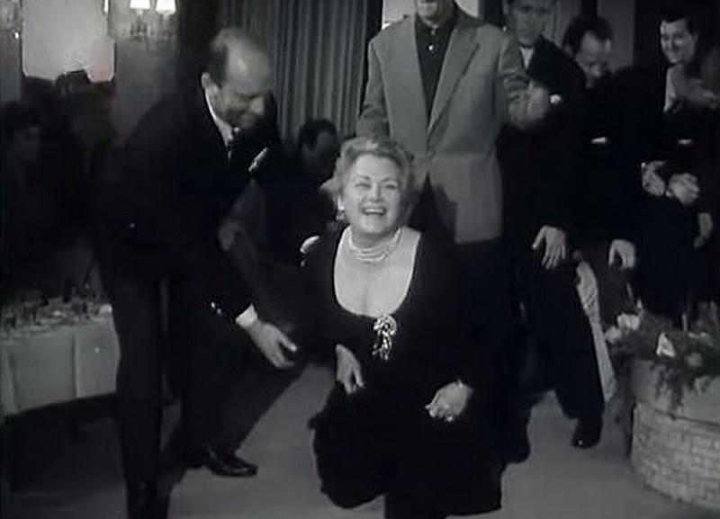Ольга Чехова с коллегами по цеху - киноактерами. 1957 год