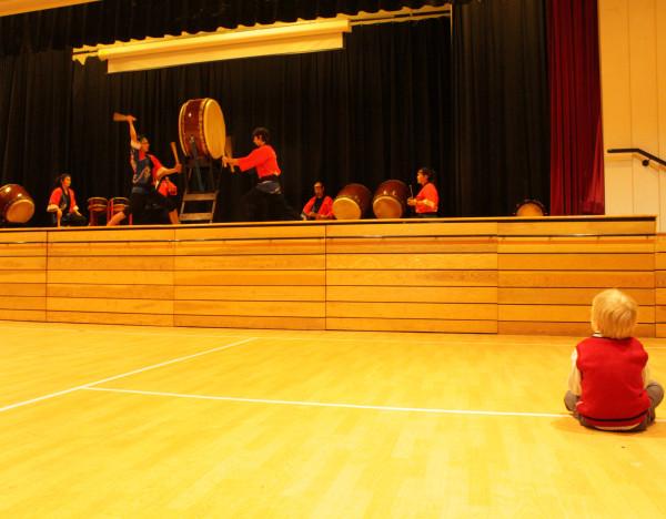 Барабаны, Кирилл и красная жилетка, вышедшая из немилости