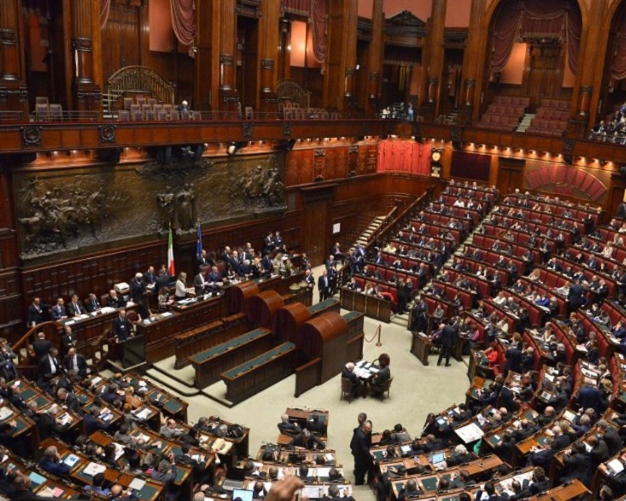 1387903314_parlament-italii