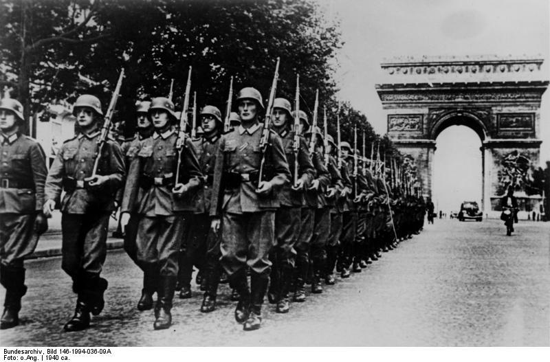 Bundesarchiv_Bild_146-1994-036-09A,_Paris,_Parade_auf_der_Champs_Elysée