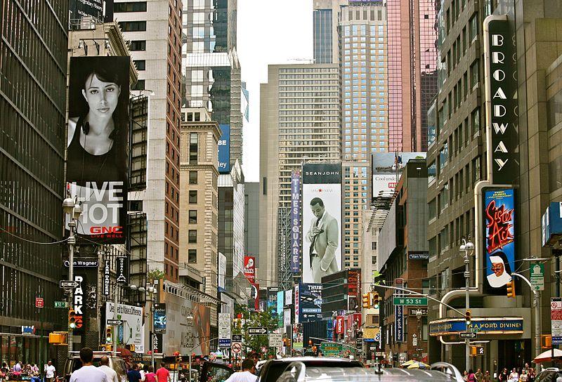 Broadway_Crowds_(5896264776)_crop