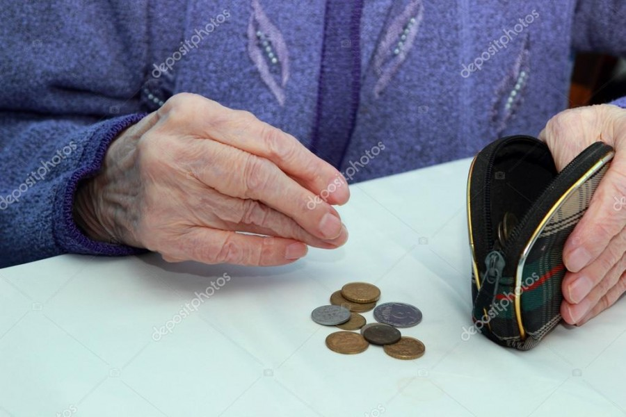 depositphotos_41263733-Hands-of-an-elderly-grandmother-counting-pennies-in-your-purse