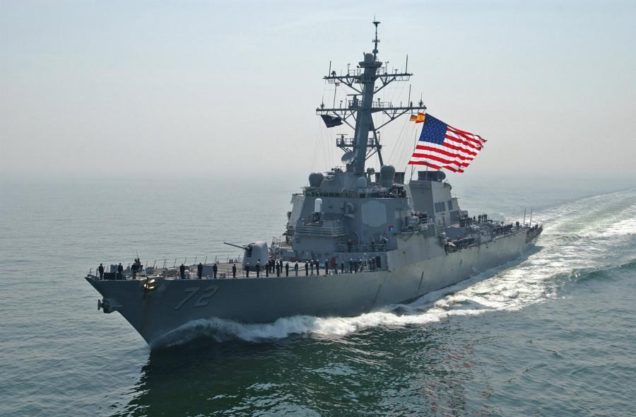 USS-Mahan-Beri-Tembakan-Peringatan-bagi-Kapal-Perang-Iran-di-Selat-Hormutz