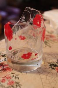 Поделки из разбитых бокалов
