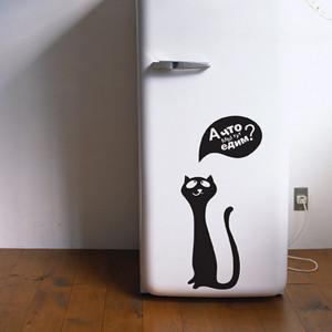 кошка и холодильник