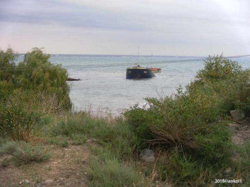 Временный памятник затопленному кораблю крым