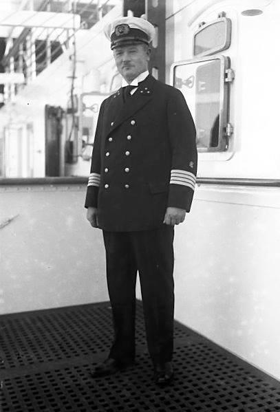 Капитан Аренс. Отсюда:https://52vadim.livejournal.com/510240.html