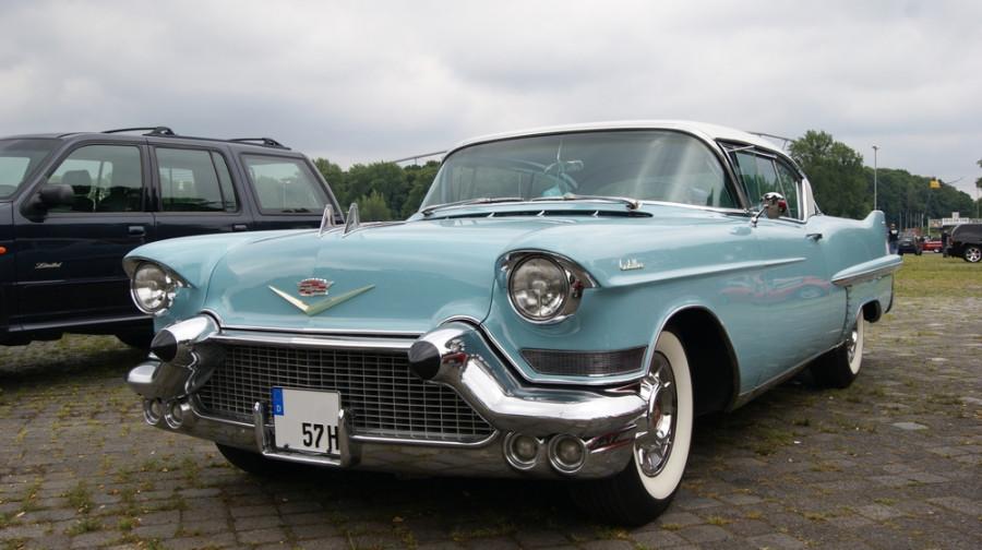 1957-Cadillac-De-Ville-orig-a29566916