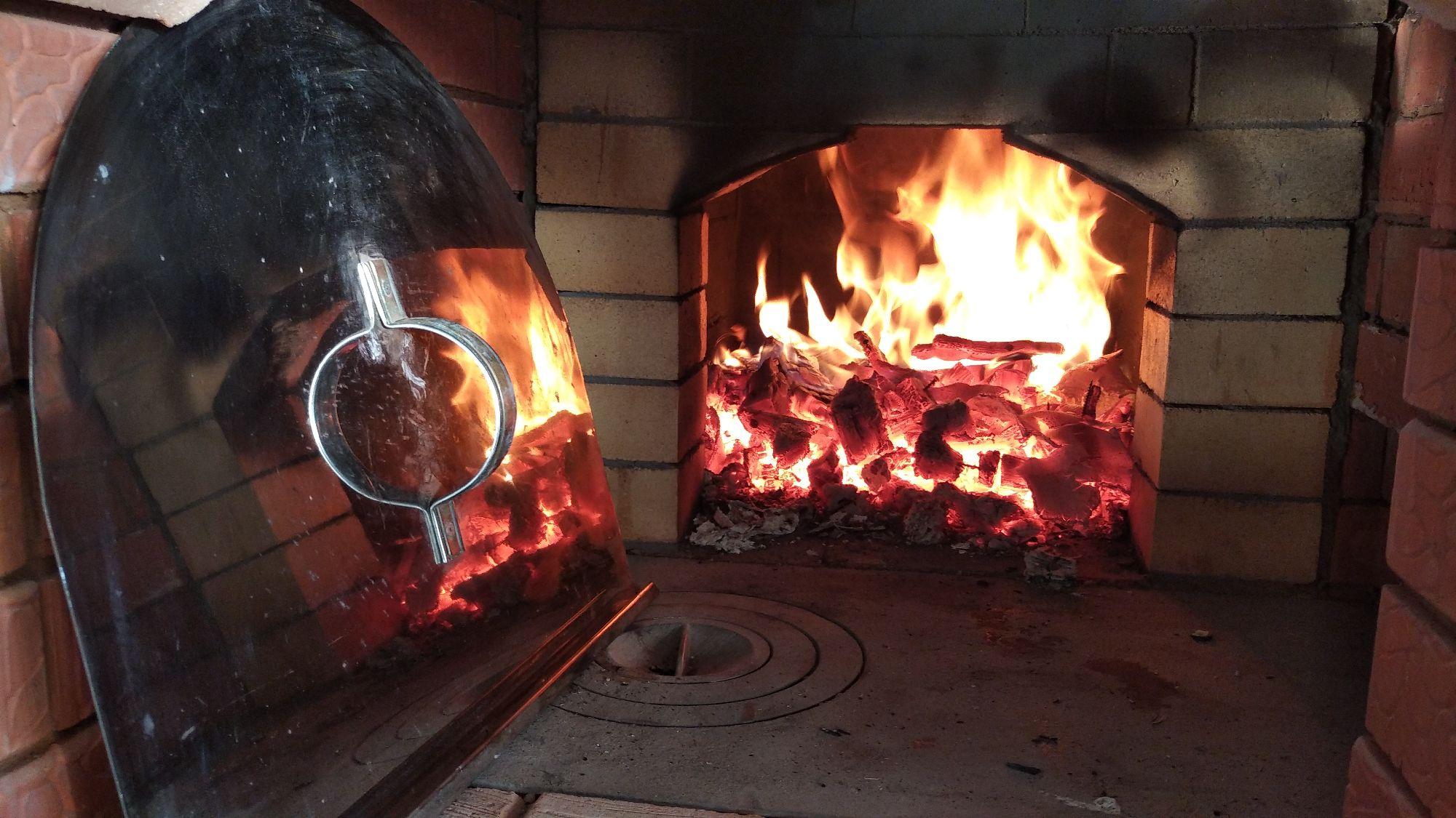 Начинали пробовать в духовке, ну а вчера все же рискнули истопить русскую печь.