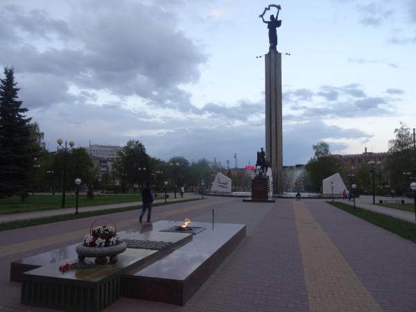Монументы площади Победы