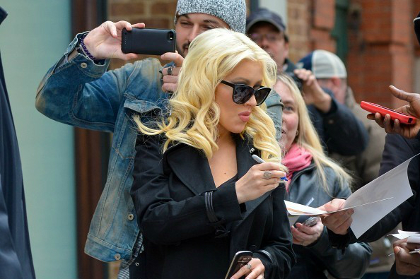 Pregnant+Christina+Aguilera+exits+hotel+J1lhWSGTEhzx