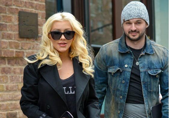 Pregnant+Christina+Aguilera+exits+hotel+WMI14azZYrNx