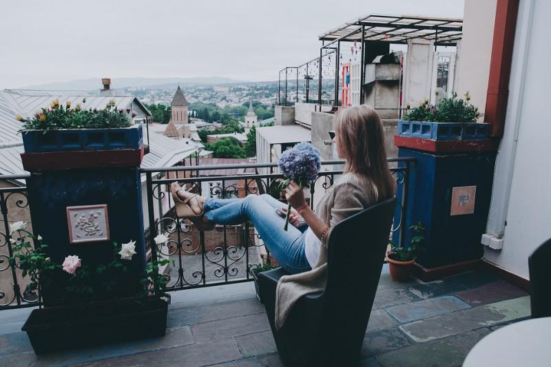 Мое первое утро в 29, на террасе нашего любимого и такого классного отеля - CheckPoint Tbilisi