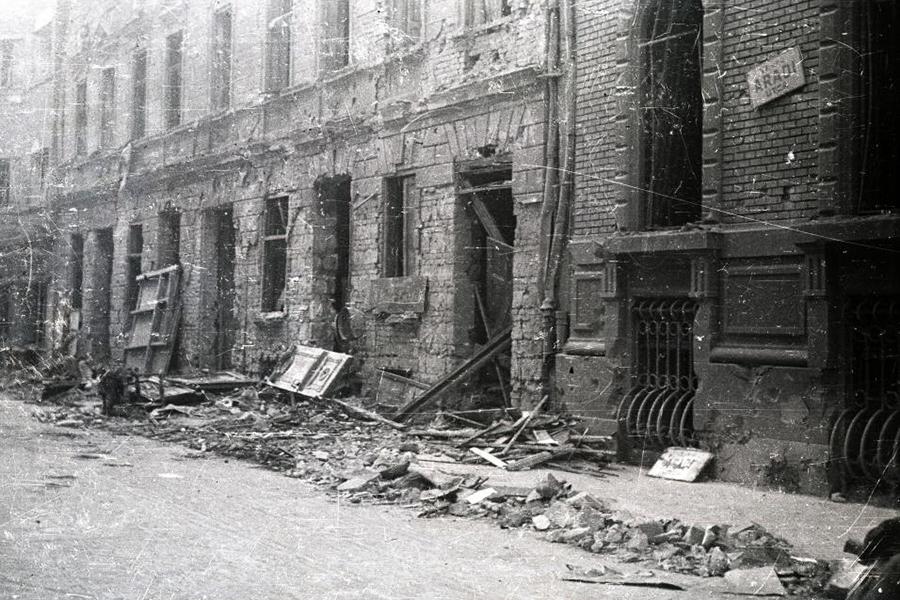 1944. Magyarország, Budapest VI. Aradi utca 61. és 59. számú házak.