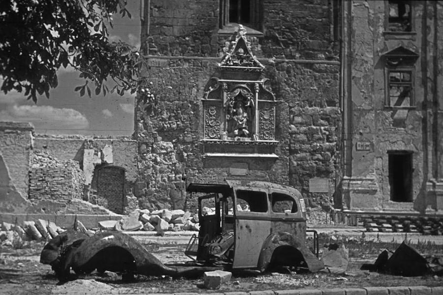 1945. Magyarország, Budapest I., budai Vár Hess András (Ince pápa) tér, Szent Miklós torony.