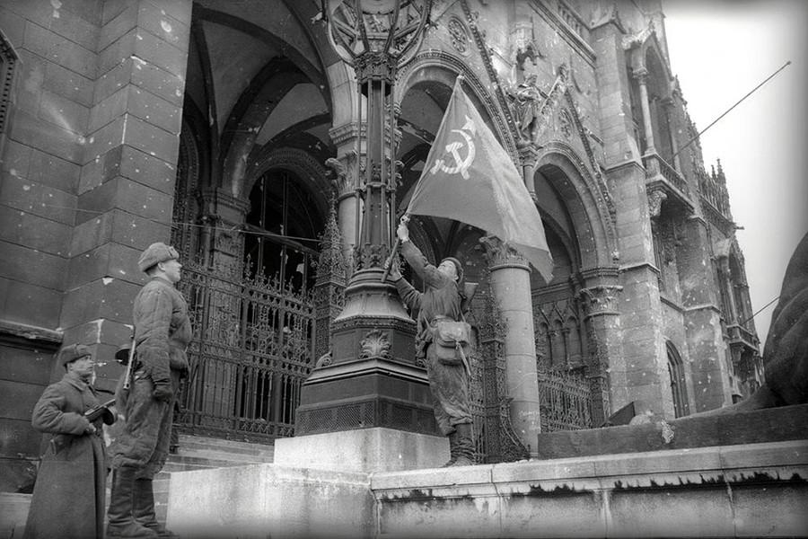 1945. Magyarország, Budapest V. Kossuth Lajos tér, Parlament.