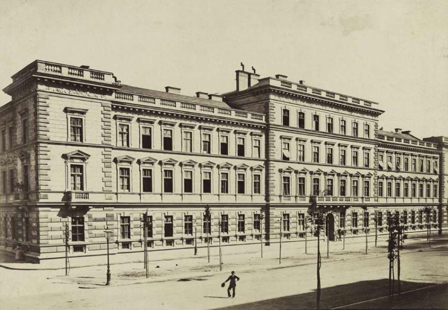 Andrássy (Sugár) út 54., 56., 58. épületek az Eötvös utca kereszteződéséből nézve. A felvétel 1878 körül