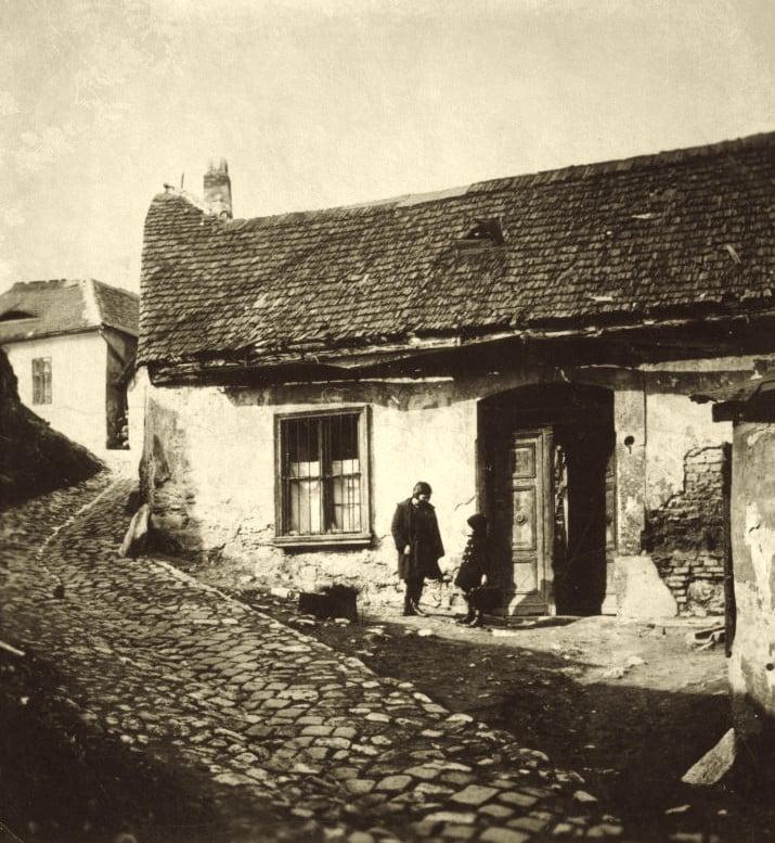 1927. Tabán, Holdvilág utca.