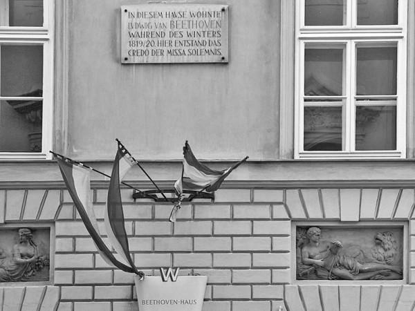 1200px-Wien-Josefstadt-56-Trautsongasse-Nr_2-Gedenktafel_Beethoven-2009-gje