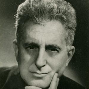 Sík_Sándor_1955_körül_könyököl
