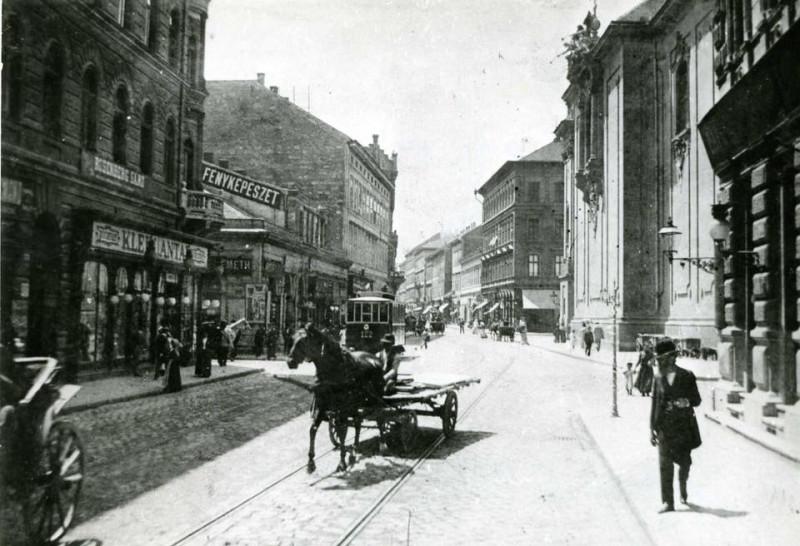 1896, ló, sinek, villamos a Király utcában.